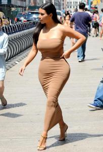 Kim-Kardashian-Bares-It-All-for-Paper-Magazine-Breaks-the-Internet-464753-7