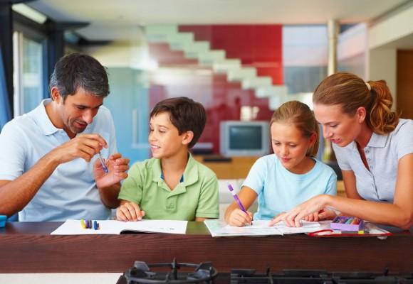 peran-orangtua-dalam-mendukung-pendidikan-anak-580x400