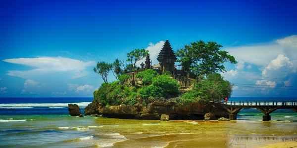 Wisata-Pantai-Balekambang-Malang-Yang-Eksotis