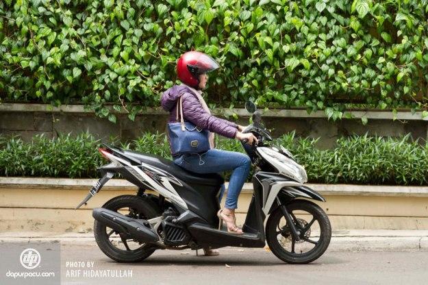 Pengendara-Sepedamotor-Wanita