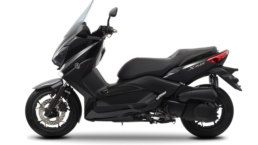 2014-Yamaha-X-MAX-250-ABS-EU-Midnight-Black-Studio-006