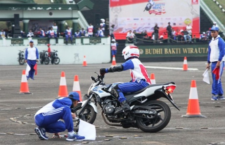 latihan-safety-riding-slalom (1)