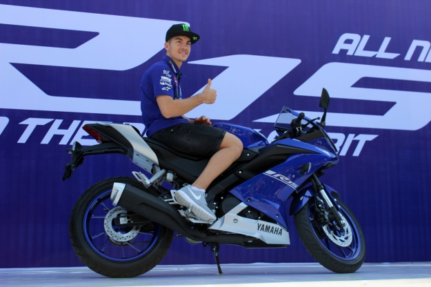 maverick-vinales-dengan-all-new-r15-di-sentul-international-circuit-1