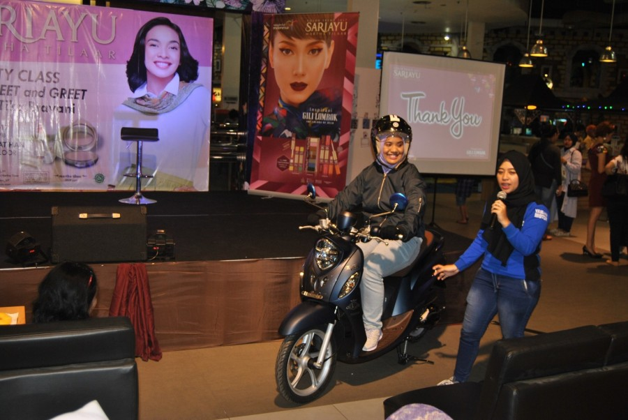 Mustika Dara instruktur safety riding dari Yamaha Riding Academy (YRA) memberikan edukasi safety riding (3)