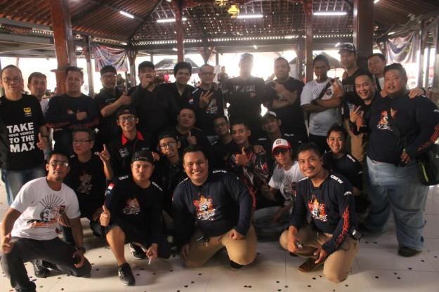 Komunitas Jakarta Max Owners (JMO) saat perayaan ulang tahun ke-2