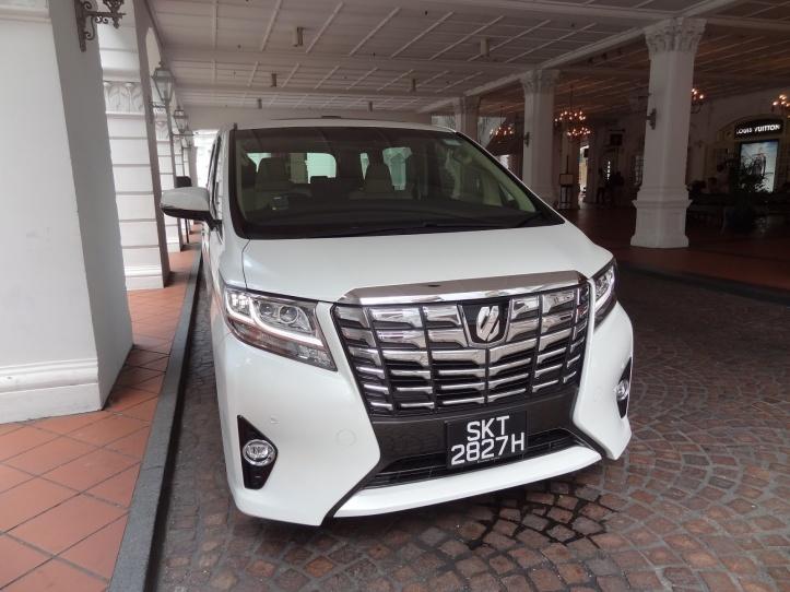 Toyota Alphard 2.5 Elegance - 1