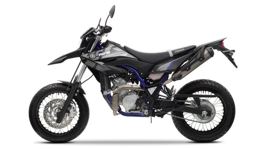 2014-Yamaha-WR125X-EU-Yamaha-Black-Studio-006